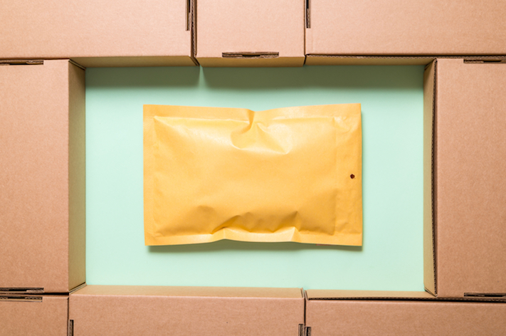 What You Need to Know About Padded Mailers vs. Boxes